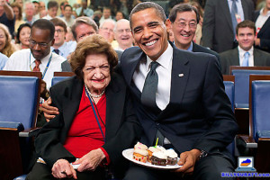 Final downhold: Trailblazing ex-UPI White House reporter Helen Thomas dead at 92